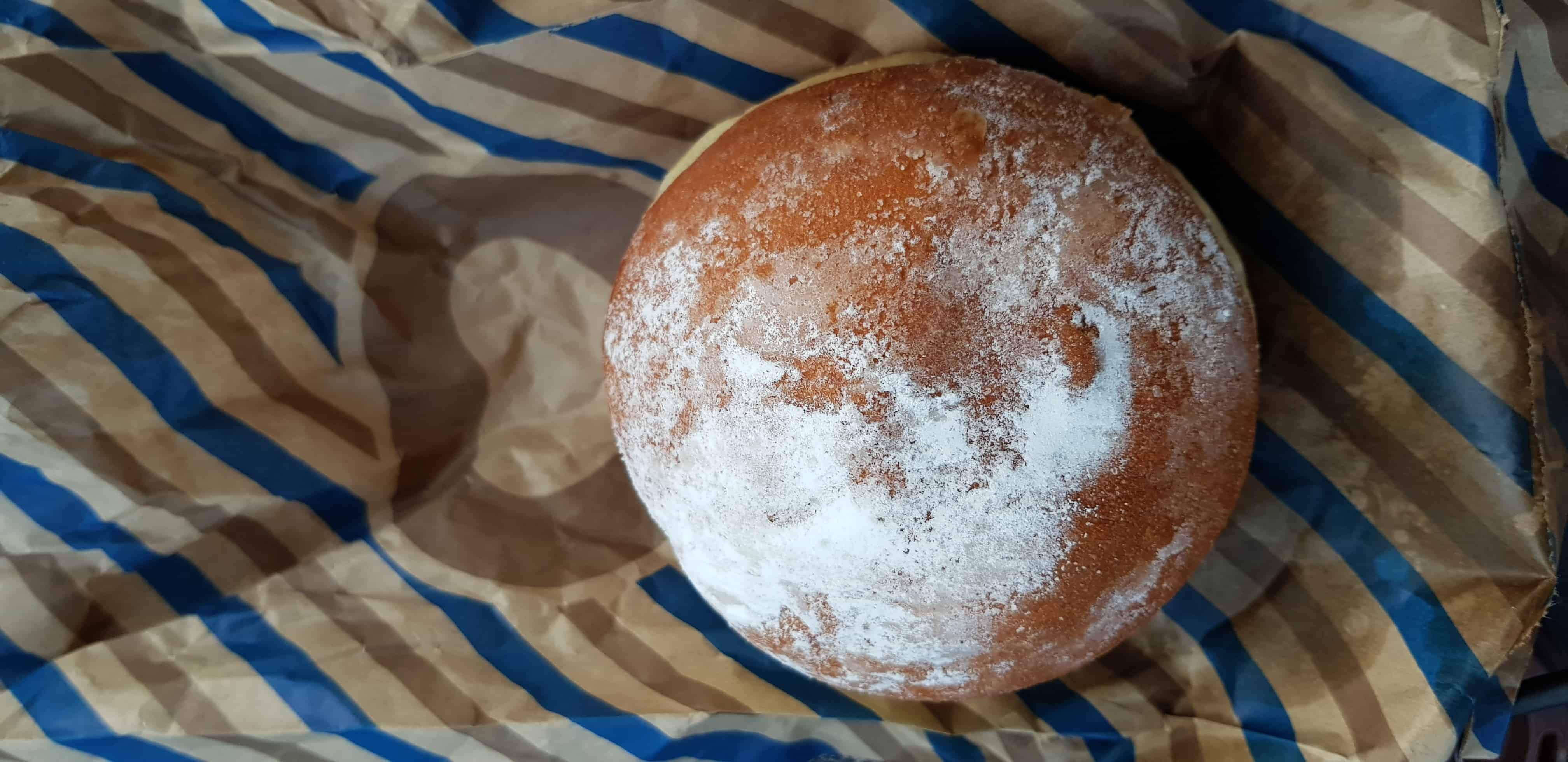 Pula Frutile Donut with powdered sugar